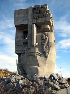 Magadan, Russie - The Mask of Sorrow est un monument perché sur une colline au-dessus de Magadan, Russie, commémorant les nombreux prisonniers qui ont souffert et sont morts dans les camps de prisonniers du goulag dans la région de Kolyma de l'Union soviétique dans les années 1930, 40s, et 50s.