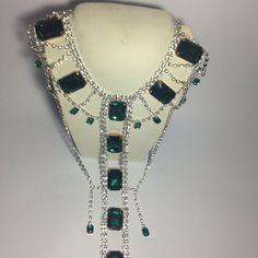 #lunga #collana in #cristallo e #pietre #verdi Su www.oro18.eu #oro18 #bigiotteria #bijoux #jewelry