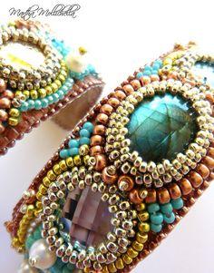 bracciali ricamati a mano bead embroidery bracelet by Martha Mollichella Handmade Jewelry - Lacasinaditobia Lacasinaditobia