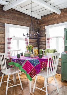 Kodikas tilaihme – 22 neliön mökki hurmaa tyylillään   Meillä kotona