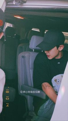 "|| Sub Nng for chanyeol ~ on Twitter: ""Chanyeol wearing a cap, a beautiful thread:'' #CHANYEOL #찬열 @weareoneEXO… """