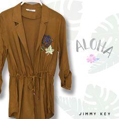 Cumaya 1 kala şıklığını konuştur. İddialı duruşu ve parlak detayları ile bu ceket size çok yakışacak.