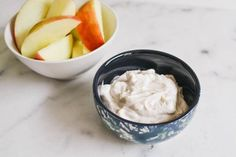 This Greek yogurt dip for apples is a great easy and healthy snack idea for busy moms. This simple recipe is my go-to protein rich snack. Protein Rich Snacks, Healthy Snacks, Healthy Recipes, Greek Yogurt Dips, Vanilla Greek Yogurt, Apple Snacks, Apple Cupcakes, Apple Dip, Sweet Treats
