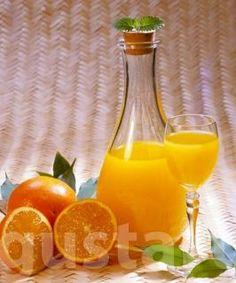 Lajos Mari konyhája - Narancslikőr - Hozzávalók 1,5 literhez:      3 nagy, feszes héjú narancs     5 dl 96º-os tiszta szesz, alkohol vagy 1 liter 38-40º-os natúr vodka     7 (vagy 2) dl víz     350 g kristálycukor Cocktail Drinks, Cocktails, Diy Food, Recipies, Beverages, Smoothie, Food And Drink, Cooking Recipes, Tasty
