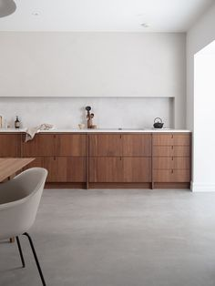 Kine Ask Stenersen, an expert in environmental geography and climate change and Kristoffer Eng, architect, are behind… Kitchen Furniture, Kitchen Interior, Furniture Design, Home Office, Studio Kitchen, Kitchen Designs, Kitchen Ideas, Interior Architecture, Interior Design