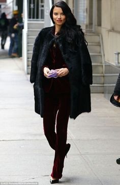 Adriana Lima, made an appearance at The Wendy Williams Show to promote the big event. The stunner was a vision in crimson, dressed in a velvet pantsuit. Diva Fashion, Fashion Outfits, Womens Fashion, Fashion Ideas, Fashion Inspiration, Fashion Tips, Fashion Trends, Adriana Lima Style, Black Fur Coat