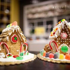 Mini Gingerbread Houses {For Christmas} Perfect to make with your kids this Christmas!