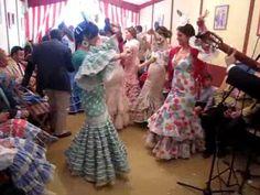 Las sevillanas en una caseta: la Feria de Sevilla