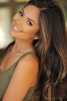 love the hair and makeup here. Dark brown hair with caramel-y highlights.