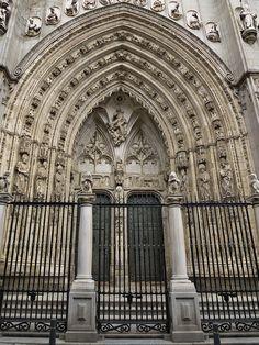 Puerta de los leones, fachada del brazo sur del crucero de la catedral de Toledo. Segunda mitad del siglo XV. Hanequin de Bruselas, Egas Cueman y Juan Guas