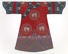 ancient chinese robes | Court lady's robe (Neitao or Chenyi) (late 19th century) China, silk ...
