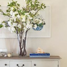 It's still Spring here today with these faux blossoms from @provincialhomeliving