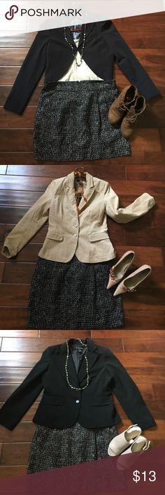 "Gap skirt Adorable skirt with pockets. Very versatile.  Length 17"" waist 18"" flat. Black with gray/taupe. GAP Skirts Midi"