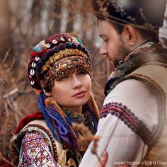 Можна детальніше роздивитись головний убір. Зачіска з уплітками і весільне чільце.🌸#весілля #гуцули #карпати #vyshvanka #вишиванка #україна #українка #украінапонадусе #vyshyvanka #tradition #traditional #traditionalclothing #ethnofashion #ethno #ethnolook #embroidery #folklore #folkstyle #photoset #portrait #photooftheday #bohochic #bestofbest