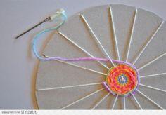 yarn weaving leuk om met kinderen te maken, weven op karton