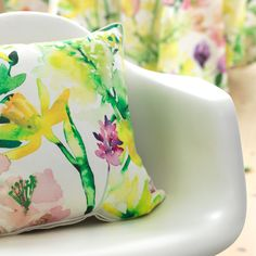 Narsissi (Daffodil) Cushion Cover | Pentik Easter 2018 | The colourful and refreshing pattern Narsissi (Daffodil) is designed by Liina Harju.