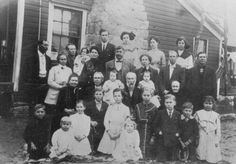Petty Family The Family of James William Petty, son of Lewis Petty, son of Luke Petty of Pontotoc County, Mississippi.  Picture taken in Boyd, Texas - December 1, 1911