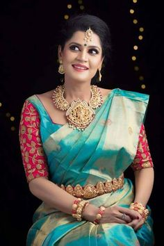 The latest Indian saree designs look-book is here! Take a look at some of the most amazing and new-age styles of draping your regular saree like a diva! Pattu Saree Blouse Designs, Blouse Designs Silk, Bridal Blouse Designs, Blouse Patterns, Sumo, Blouse Models, Saree Dress, Saree Wedding, Wedding Bride