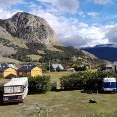 32 vind-ik-leuks, 1 reacties - Eszter Surján (@esztersurjan) op Instagram: 'View from our hostel in El Chaltén 😍 #elchalten #patagonia #view #mountain #nature #Argentina…'