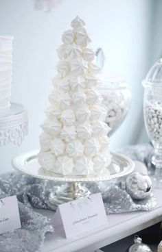 White meringue tower - so chic #wedding #winter #weddingdessert #desserttable #meringue