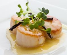 Wine Tastings With Friends: Pinot Gris—One way to create a lively event with friends is to host a wine tasting party. Seafood Recipes, Wine Recipes, Coquille Saint Jacques, Tapas, Veg Dishes, Cucumber Recipes, Antipasto, Scallops, Food Presentation