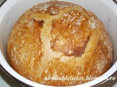 Fluffy on the inside, with a crispy crust, this no knead bread is the easiest homemade bread recipe. No knead bread is a type of bread with a very long fermentation time instead of kneading. Bread Recipe Video, Types Of Bread, No Knead Bread, Bread Rolls, Bread Baking, Food Videos, Bread Recipes, Food And Drink, Yummy Food