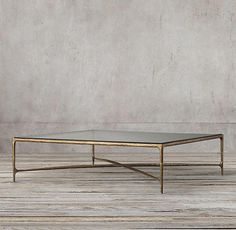 Exhibit your dishes: our 10 decorating ideas - My Romodel Square Glass Coffee Table, Glass Top Side Table, Iron Coffee Table, Brass Coffee Table, Wooden Side Table, Glass Tables, Coffee Pot Cleaning, Wooden Cubes, Table Accessories