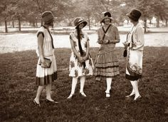 1920s-fashion-dress-group-of-girls. Be 'Varied' rather than one 'Type.'  You, Marylou, are one of the great average, an average girl in an average town. Your coloring is a little mixed up and you don't know what to do about it. Marylou, be thankful. You are no poster of a girl with a black bob against a white face, or a Titian-haired flapper with troublesome freckles.