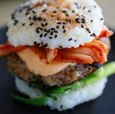 Do you love the savory flavor of burgers, as well as the fresh, crisp taste of sushi Sushi Burger, Kimchi Burger, Sushi Ingredients, A Food, Food And Drink, Food Porn, How To Make Sushi, Tofu Recipes, Sugar Free Recipes