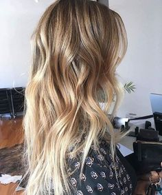 Length! ✔️ Who\'s loving this summery look as much as us? 💭☀️ Pic via stephanie.geelong.  #haircrush #ohhellohair #maneenvy #summerhairgoals #haircrush #hairinspo