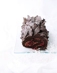 Crowd-pleasing, indulgent and easy to make, this classic chocolate roulade is a great Christmas dessert. Make up to five hours ahead of your party Chocolate Triffle Recipe, Chocolate Roulade, Chocolate Recipes, Christmas Cooking, Christmas Desserts, Christmas Recipes, Christmas Goodies, Christmas Planning, Xmas Food