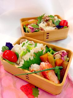 food japanesefood Bento 比内鶏の炊き込みご飯。ホタテとキャベツのイタリアン蒸し煮。煮物。蟹などのおべんとさん。