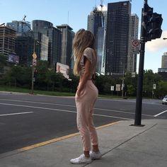 "27.1 mil Me gusta, 140 comentarios - Elisabeth Rioux (@elisabeth.rioux) en Instagram: ""Montreal tonight for Kanye's concert """