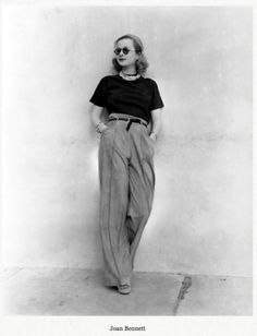 Style Inspiration Joan Bennett Round Sunglasses Pearl Necklace Paper Bag Waist Pants Platforms Vintage Fashion- Could have been shot yesterday Retro Mode, Vintage Mode, Look Vintage, Vintage Photos, Vintage Ideas, 1930s Fashion, Look Fashion, Retro Fashion, Fashion Glamour