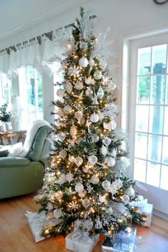 White And Silver Christmas Tree Design Ideas, Pictures, Remodel, and Decor - page 8 Rose Gold Christmas Decorations, Elegant Christmas Trees, Tabletop Christmas Tree, Silver Christmas Tree, Christmas Tree Design, Holiday Tree, White Christmas, Christmas Ideas, Holiday Ideas
