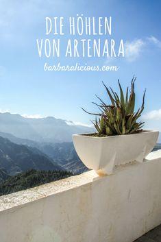 Das kleine Dorf Artenara ist für seine Höhlen und Höhlenhäuser berühmt. Ich nehme dich mit auf eine Wanderung zu den Höhlen und eine Nacht in einer Casa Cueva – eine Wohnung, die direkt in eine Höhle gebaut wurde. Freu dich auf ein kleines Abenteuer in den Bergen Gran Canarias!