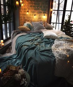 Appealing classic cozy bedroom decorations design and ideas that make people feel warm 30 interior cozy bedroom Bedroom Corner, Home Bedroom, Bedroom Decor, Wall Decor, Bedroom Ideas, Budget Bedroom, Design Bedroom, Bedroom Wall, Style Deco