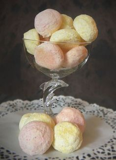 Coconut balls: the easy recipe - Recipes Easy & Healthy Coconut Balls, Coconut Flour, Beignets, Hershey Recipes, Desserts With Biscuits, Ice Cream Candy, Biscuit Cookies, Keto Cookies, Chip Cookies