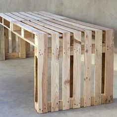 Simple Bench A pallet bench ranks low on the difficulty scale, making it a great introductory project for beginning furniture builders. And...