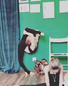Those tights are nice I need those Rhythmic Gymnastics Training, Gymnastics Tricks, Gymnastics Poses, Amazing Gymnastics, Gymnastics Photography, Dance Photography, Acrobatic Gymnastics, Cheerleading Flexibility, Flexibility Dance