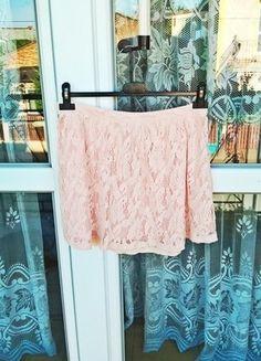 Kup mój przedmiot na #vintedpl http://www.vinted.pl/damska-odziez/spodnice/15533799-spodniczka-marki-house-rozmiar-m-pudrowy-roz-koronkowa