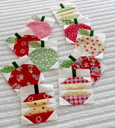 Paper Pieced apple blocks for a row quilt --- soooo cute!