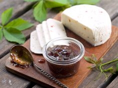 Pancetta, Goat Cheese, and Fig Spread Crostini - one of many great Thanksgiving appetizers at @N Fig Spread, Queso Mozzarella, Fig Jam, Cheese Fries, Dehydrated Food, Canning Recipes, Mediterranean Recipes, Goat Cheese, Finger Foods