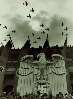Ww2 History, Modern History, Military History, Flak Tower, Creepy People, Berlin, Germany Ww2, War Thunder, Ww2 Photos