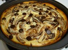 Chocolate chip cheesecake brownie pizza