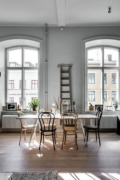 Living Room : Home in an old pharmaceutical institute via Coco Lapine Design Home Interior, Interior Design, Sweet Home, Scandinavian Apartment, Bentwood Chairs, Mismatched Dining Chairs, Dining Tables, Chaise Vintage, Dining Room Inspiration
