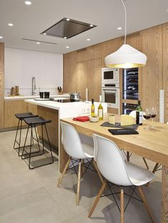 31 Modern Kitchen Area Suggestions Every Residence Prepare Needs to See Condo Kitchen, Kitchen Dinning, Living Room Kitchen, New Kitchen, Kitchen Remodel, Kitchen Decor, Modern Kitchen Interiors, Modern Kitchen Design, Kitchen Island And Table Combo