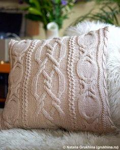 Если вязаные подушки с рождественским рисунком служат ярким элементом новогоднего декора и украшают квартиру максимум один месяц (от Дн...