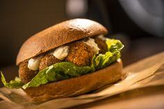 The Vegi way of Burger - Falafel Burger with Butcher's Herbs-Sourcrem #healthyasf