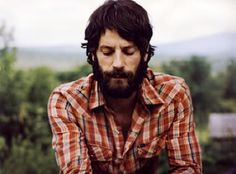 Ray Lamontagne--->Can't get enough of his music, or his face tehe!